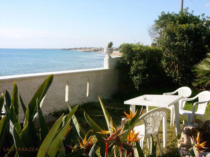 B b avola bed and breakfast sul mare siracusa camere con - Terrazzi sul mare ...