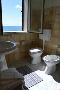 bagno-con-vista-mare-sicilia